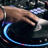 Denon-DJ-SC-2900-scratching
