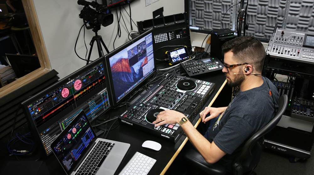 Roland Cloud Academy Trainer in studio